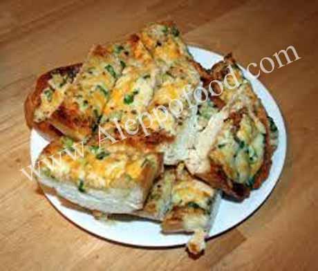 خبز فرنسي بالزيتون و جبن الشيدر